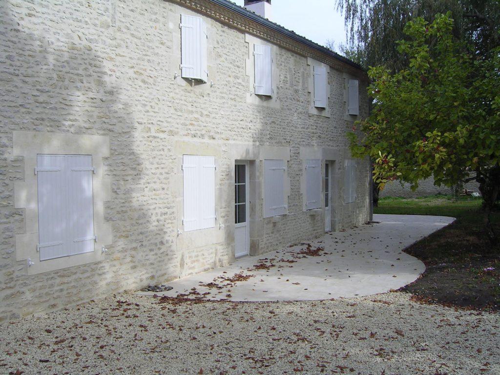 extérieur de la maison en pierres