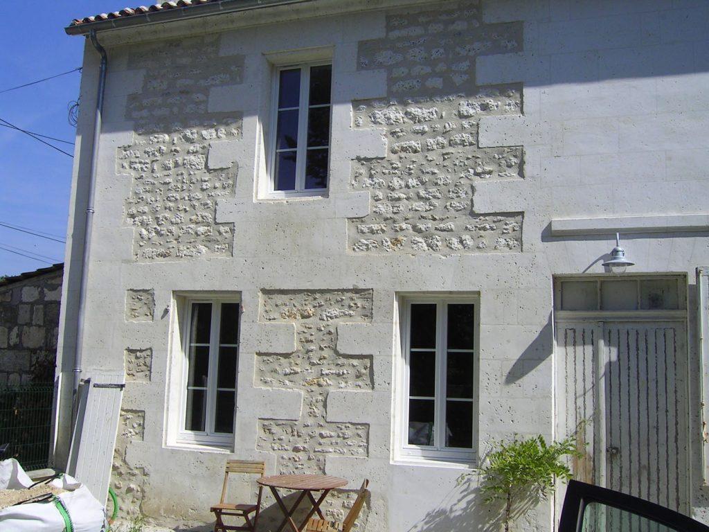 façade de maison en pierres